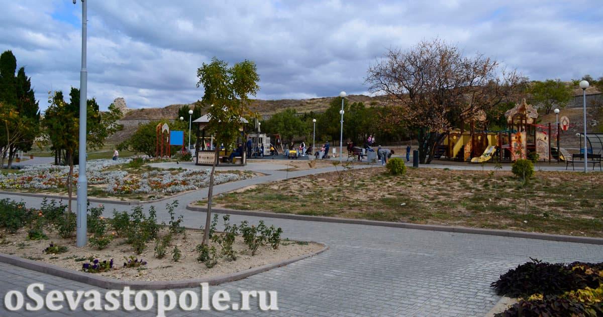 Детская площадка на пляже Солнечный в Севастополе