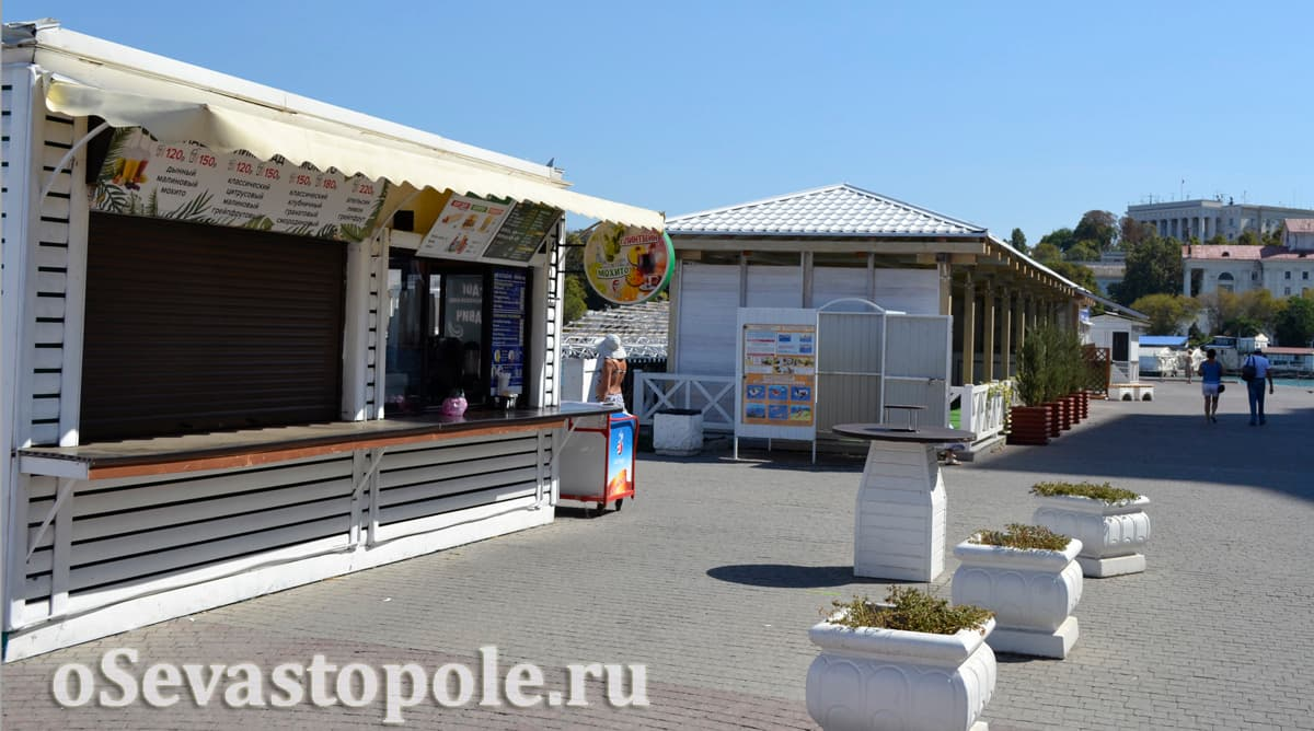 Фастфуд на пляже Хрустальный в Севастополе