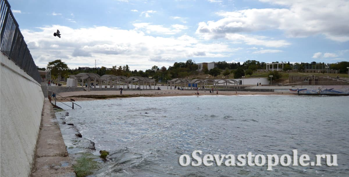 Место купания на пляже Солнечный в Севастополе