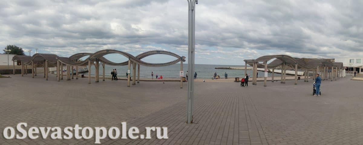 Навесы на пляже Солнечный в Севастополе