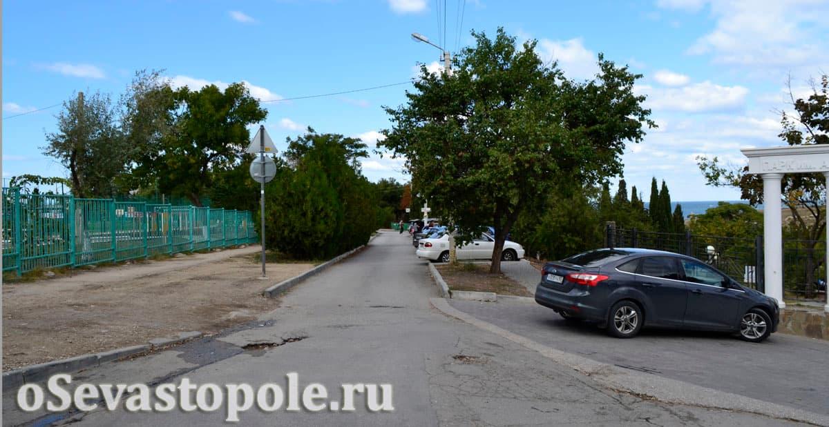 Парковочные места для авто у пляжа Солнечный в Севастополе