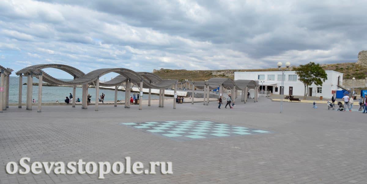 Шахматные доски на пляже Солнечный в Севастополе
