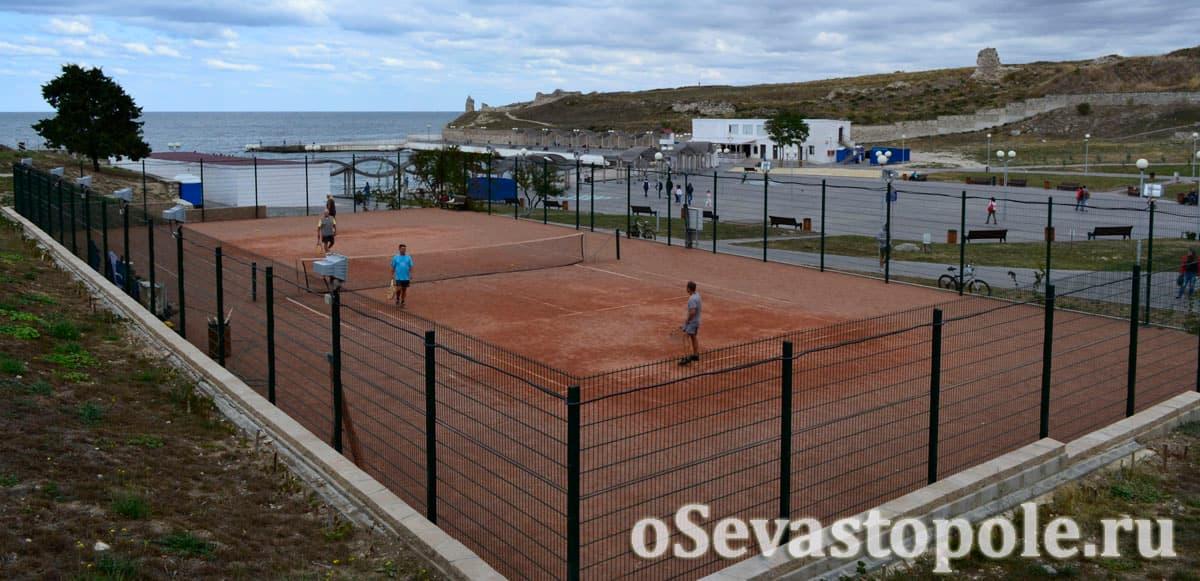 Теннисный корт на пляже Солнечный в Севастополе