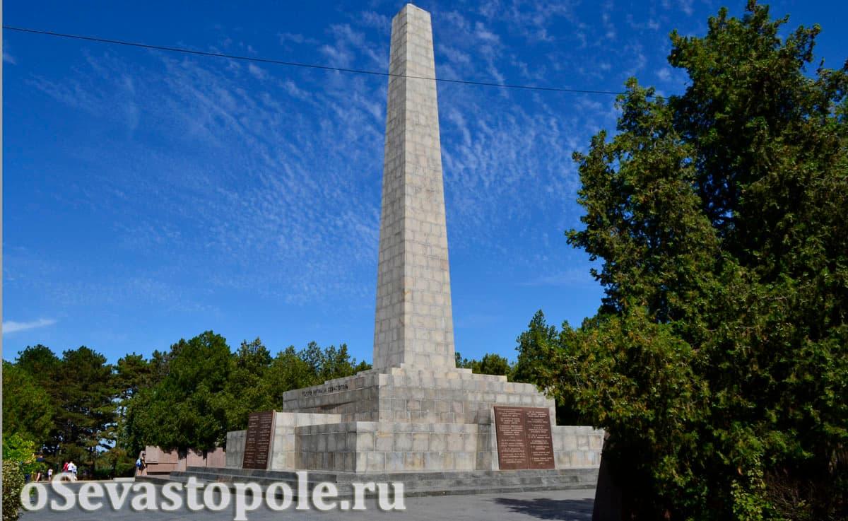 Вид на стеллу на Сапун-горе в Севастополе