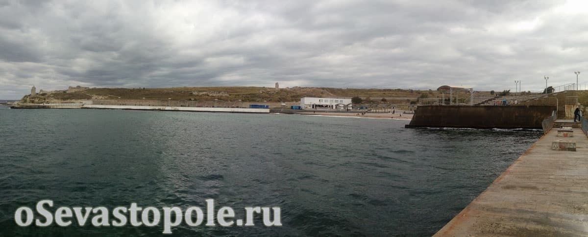 Вид с причала на пляже Солнечный в Севастополе