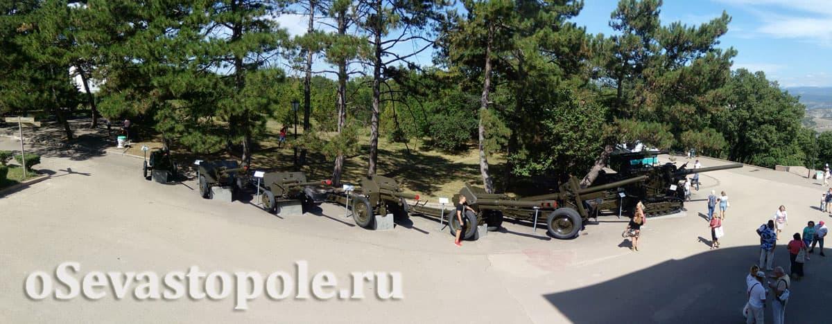 Военная техника на Сапун-горе в Севастополе