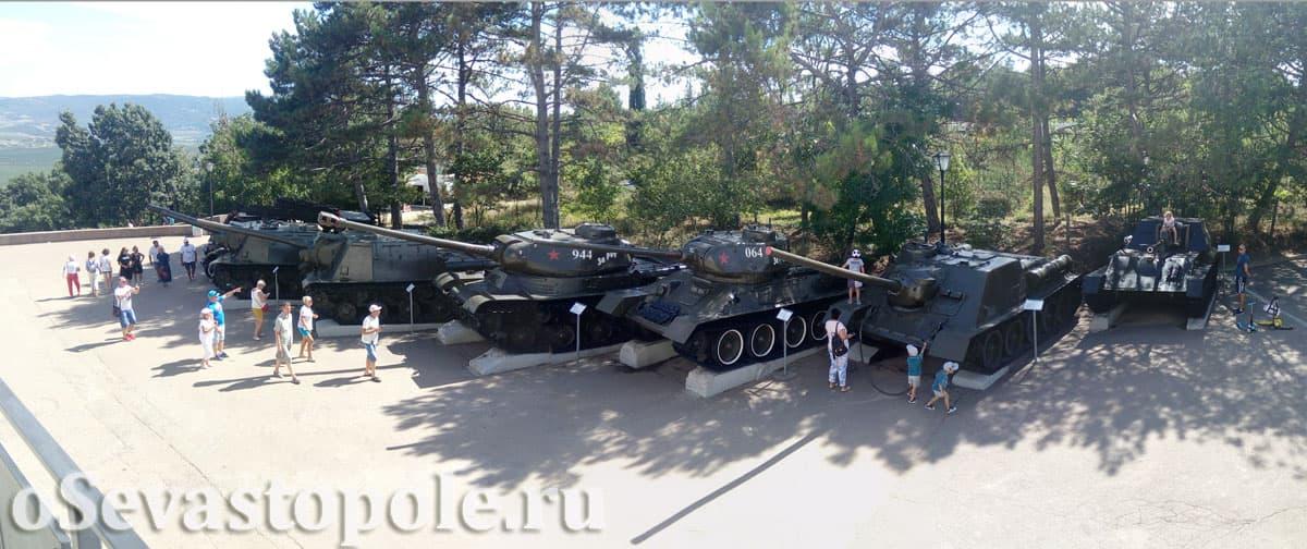 Выставка боевой техники на Сапун-горе в Севастополе