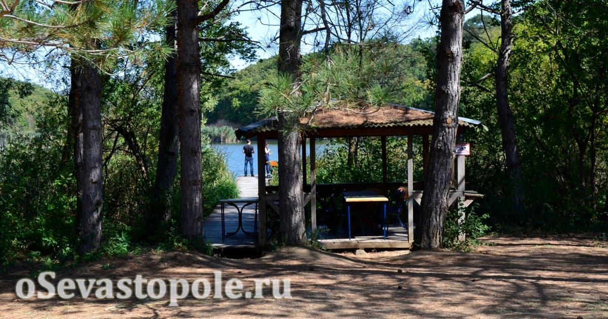 Беседка у озера на Тороповой даче
