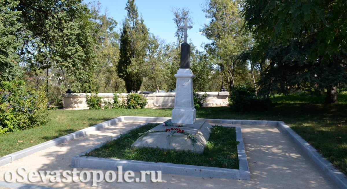 Братская могила на Малаховом кургане в Севастополе