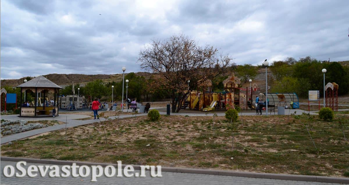 Детская площадка в парке Анны Ахматовой Севастополь
