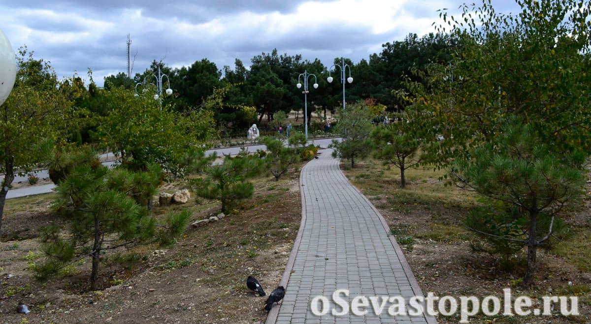 Дорожки из плитки в парке Анны Ахматовой