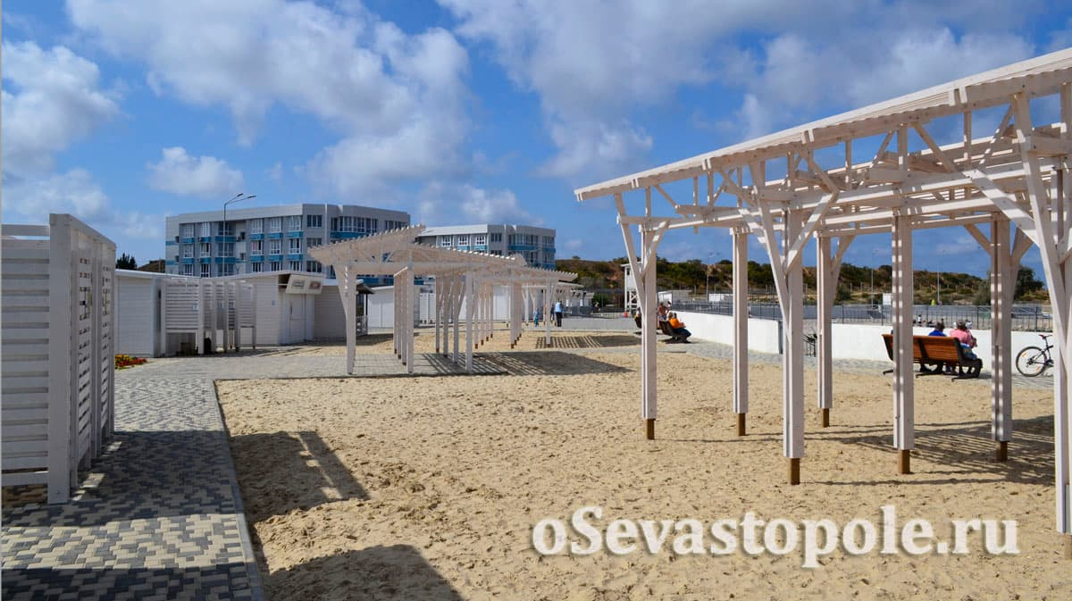 Навесы от солнца на Солдатском пляже в Севастополе