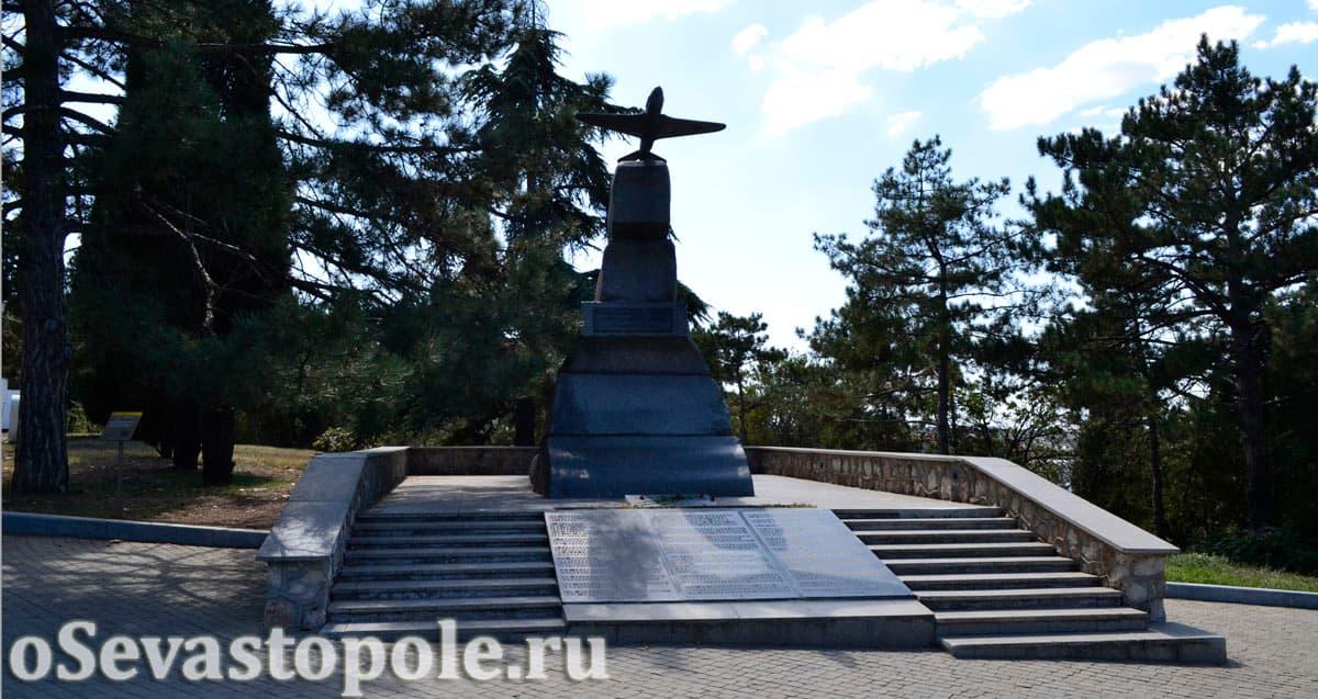 Памятник летчикам 8-й воздушной армии на Малаховом кургане