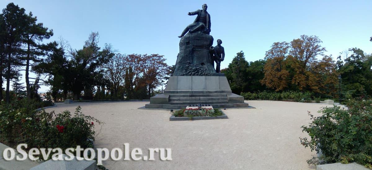 Памятник В.А. Корнилову на Малаховом кургане
