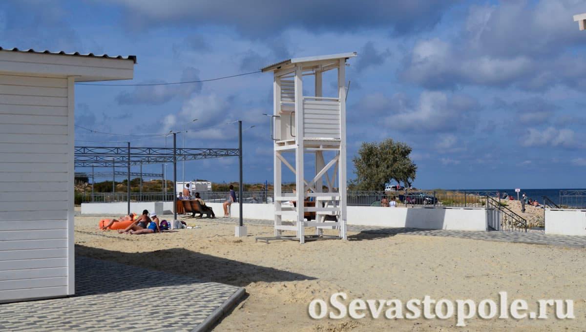 Спасательный пост на Солдатском пляже в Севастополе