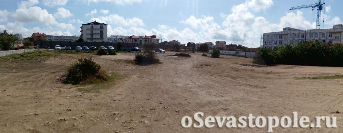 Стоянка для авто на Солдатском пляже в Севастополе