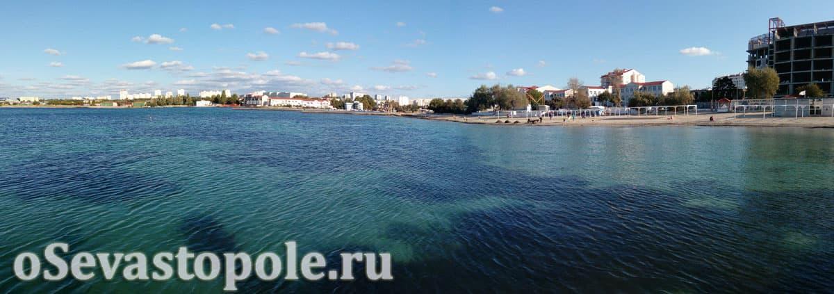 Вода на пляже Омега в Севастополе