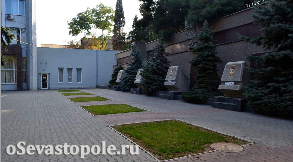 Аллея Славы городов-героев в Севастополе