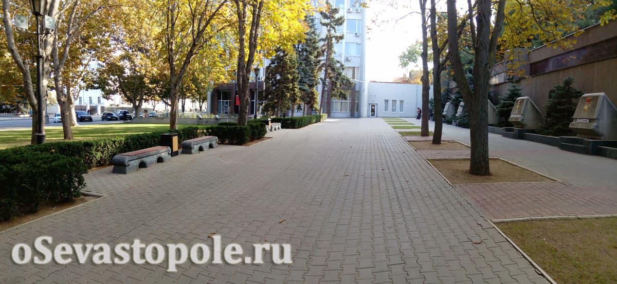 Фото аллеи городов-героев в Севастополе