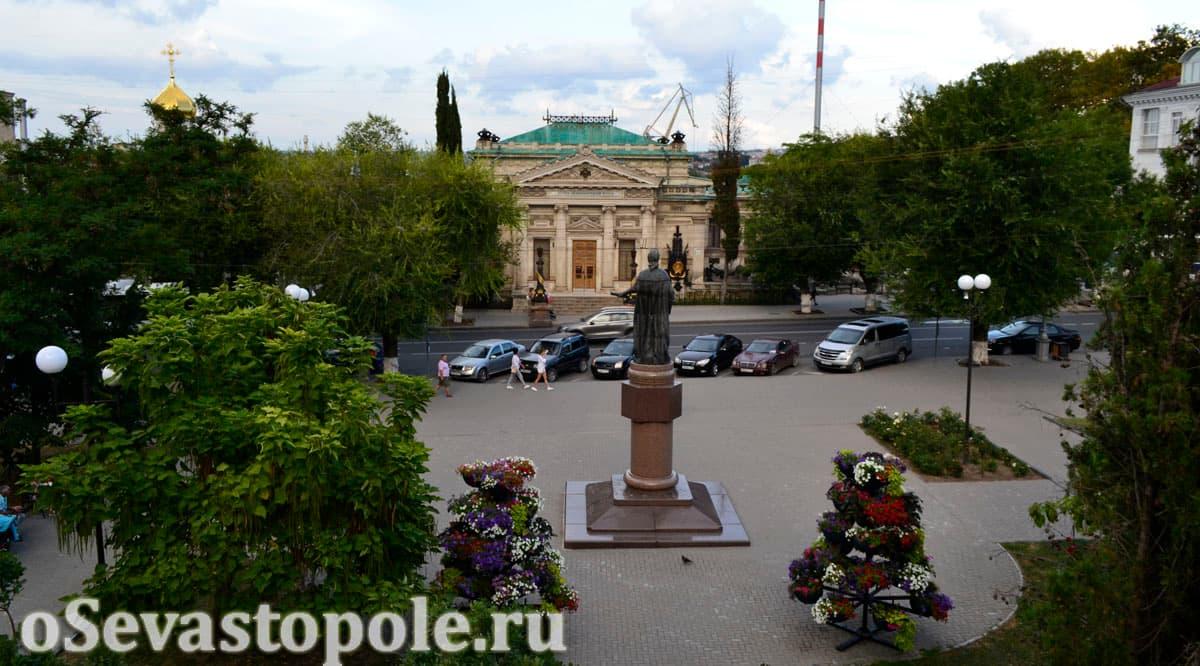 Памятник императрице Екатерине 2 в Севастополе