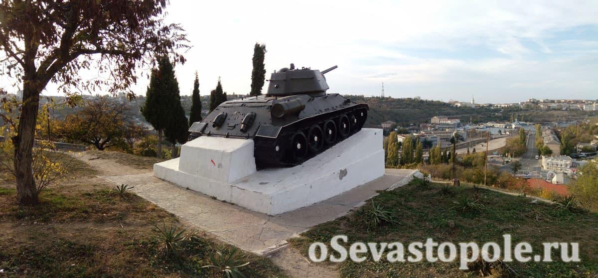 Памятник танку Т-34 в Севастополе