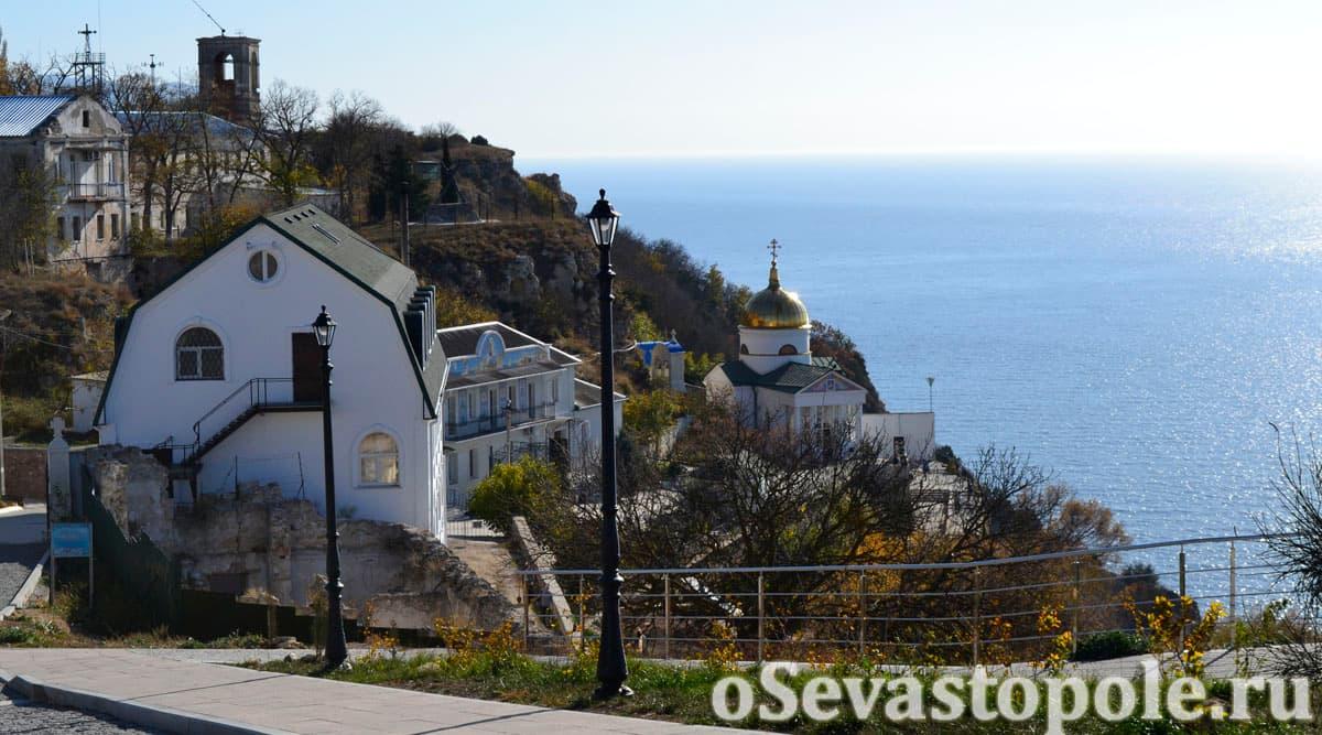 Вид на Георгиевский монастырь из парка Фиоленте в Севастополе