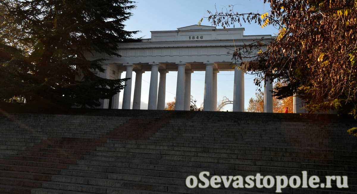 Лестница на Графской пристани в Севастополе
