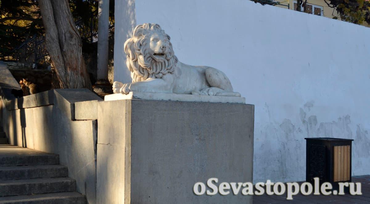 Львы у Графской пристани в Севастополе