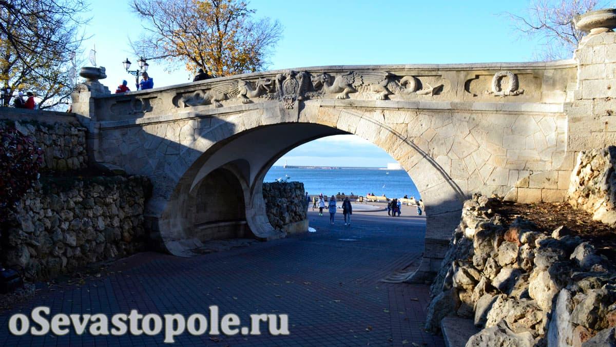 Мостик влюбленных в Севастополе