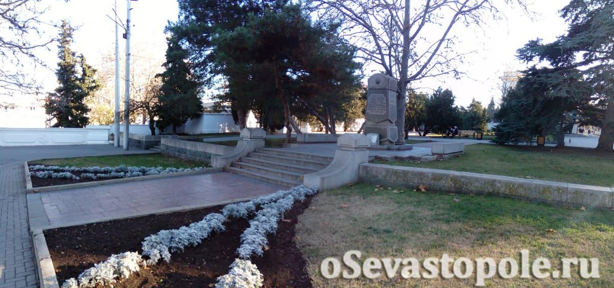 Памятник 200-летия основания города Севастополя