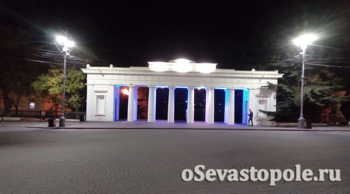 Подсветка Графской пристани в Севастополе