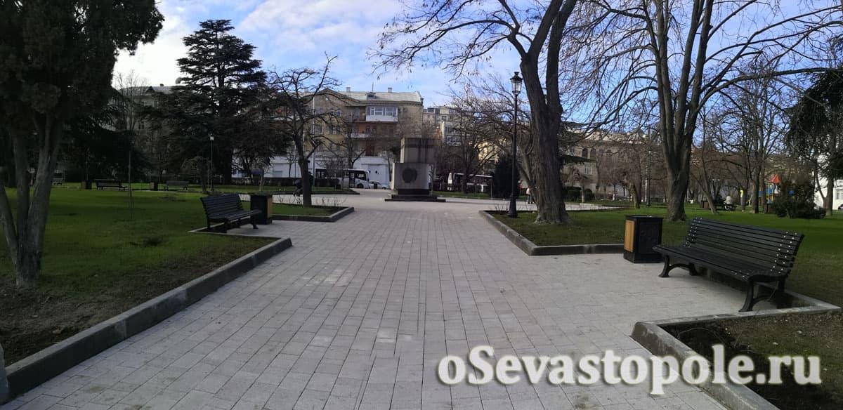Аллея в сквер Ленинского комсомола в Севастополе