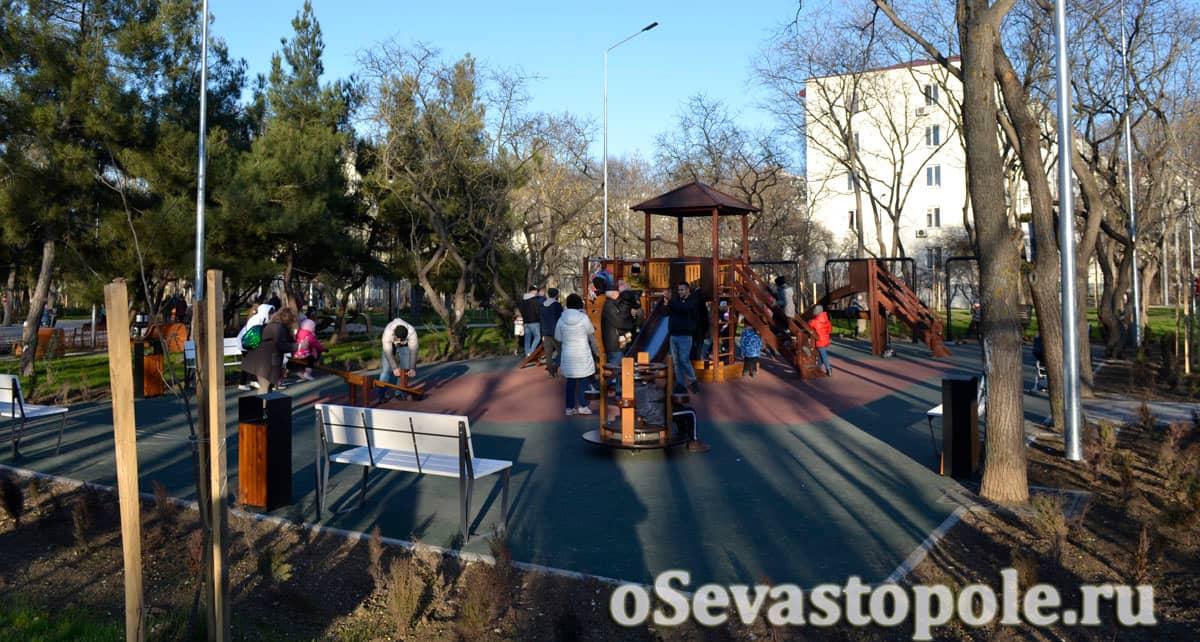 Детская площадка в сквере 60-летия СССР в Севастополе