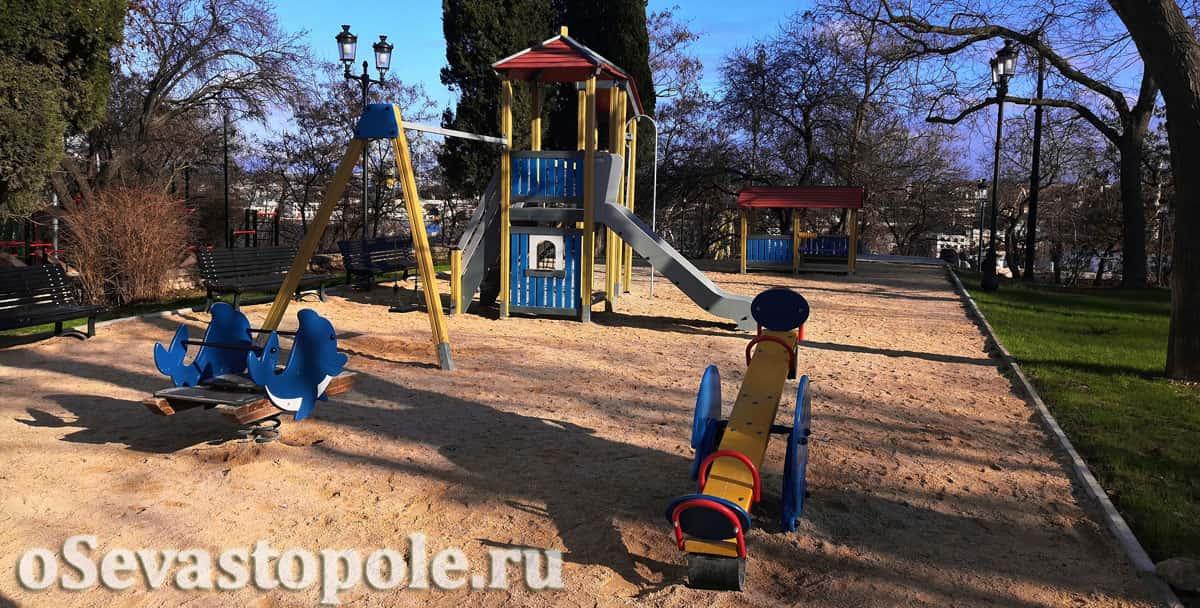 Детская площадка в сквере Ленинского комсомола в Севастополе