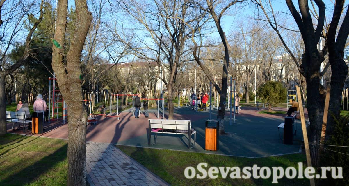 Спортивная площадка в сквере 60-летия СССР в Севастополе
