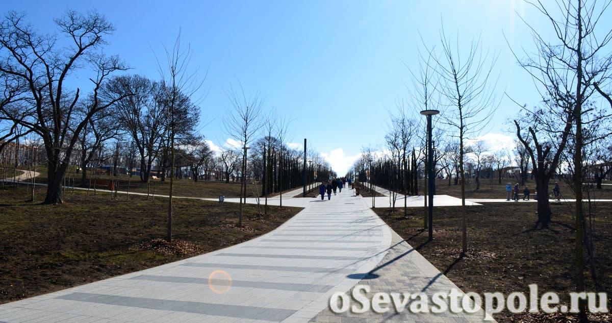 Центральная аллея в Парке Учкуевка