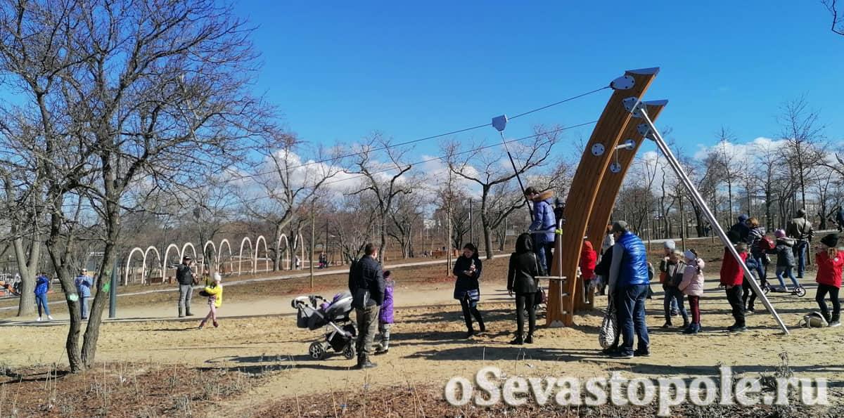 Детские аттракционы в парке Учкуевка