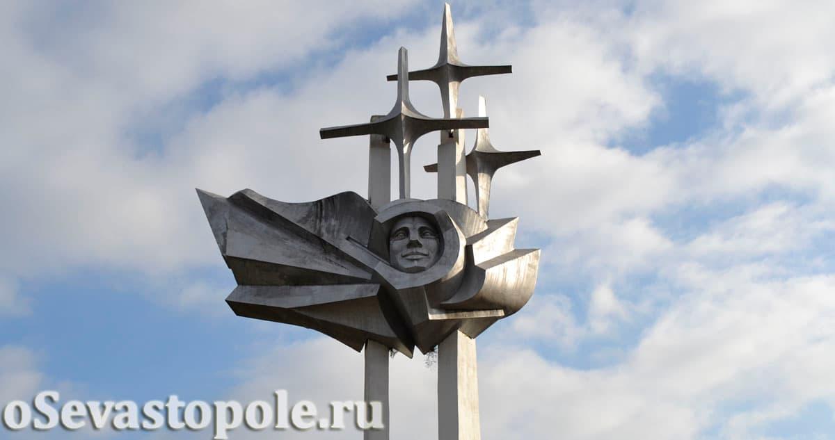 Памятник космонавту Гагарину в Севастополе