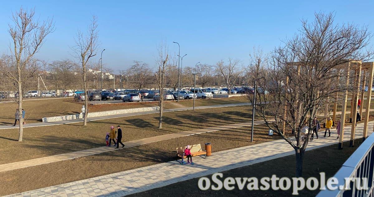 Парковка в парке Учкуевка в Севастополе