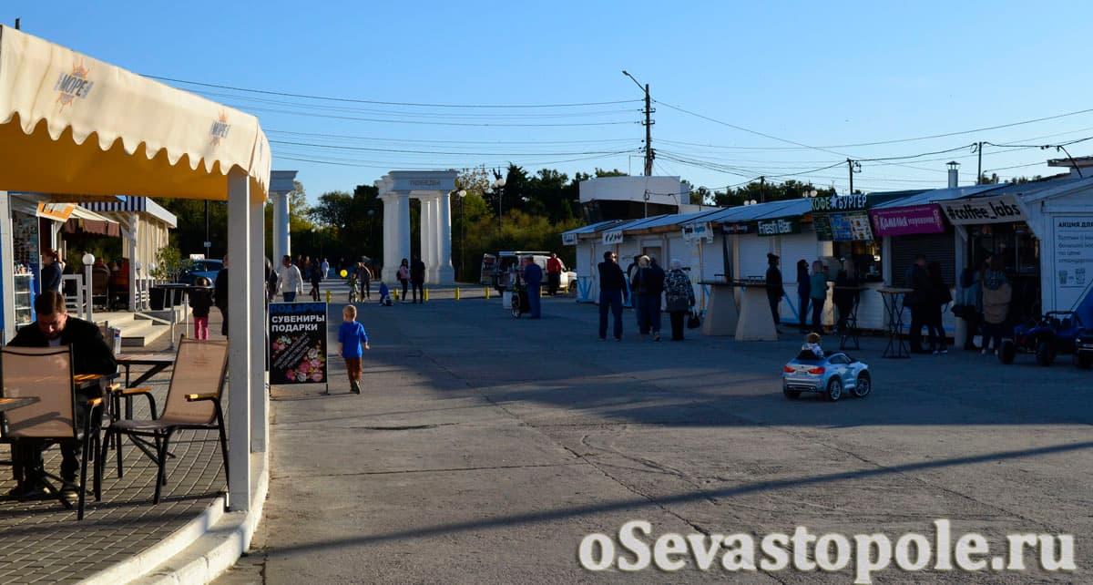 Развлечения на пляже Парк Победы в Севастополе