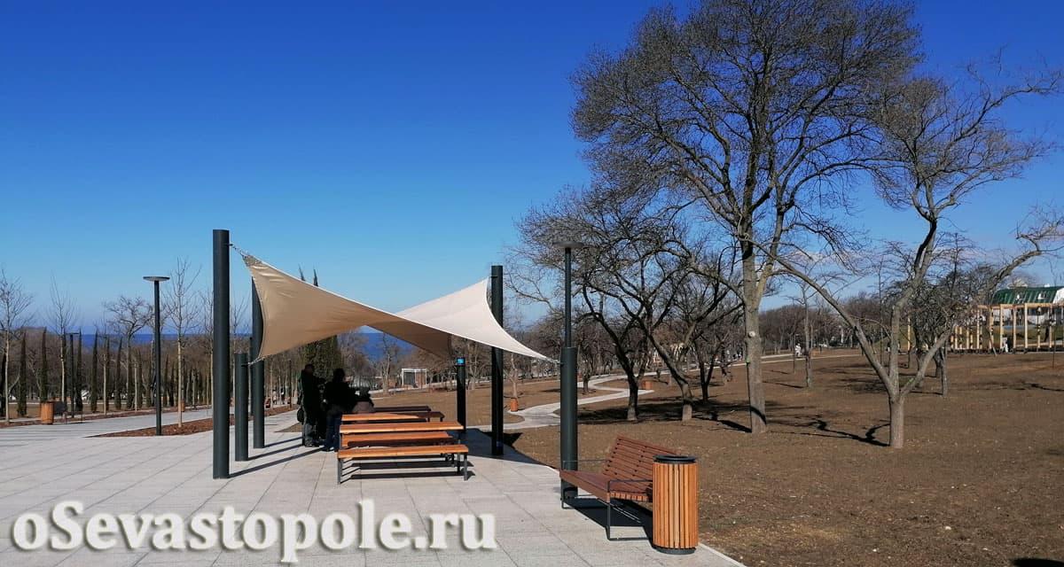 Скамейки для отдыха в парке Учкуевка