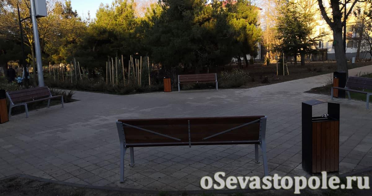 Скамейки в парке 60-летия СССР