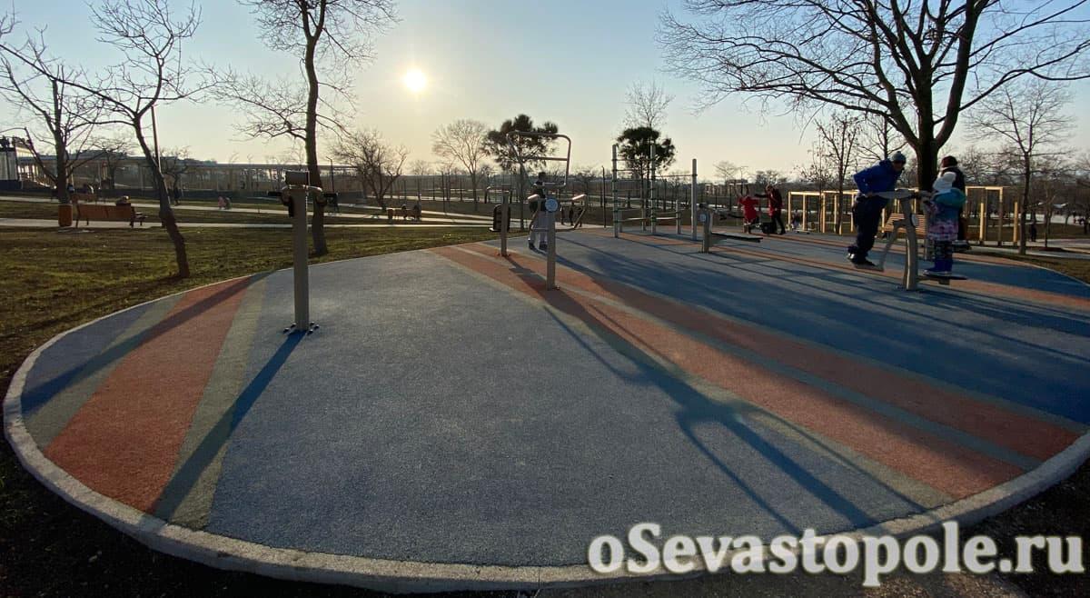 Спортивная площадка в парке Учкуевка в Севастополе