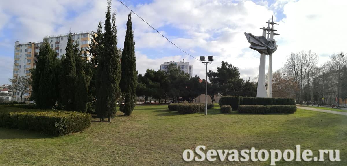 Территория у памятника Гагарину в Севастополе