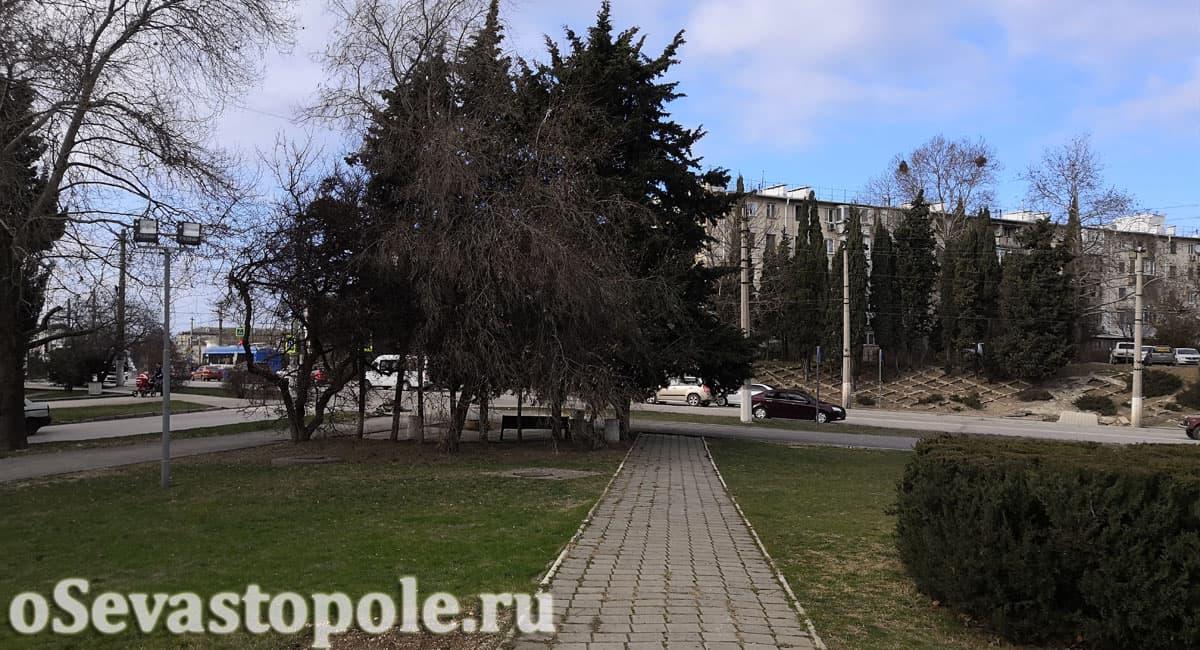 Вид на дорогу у памятника Гагарина в Севастополе