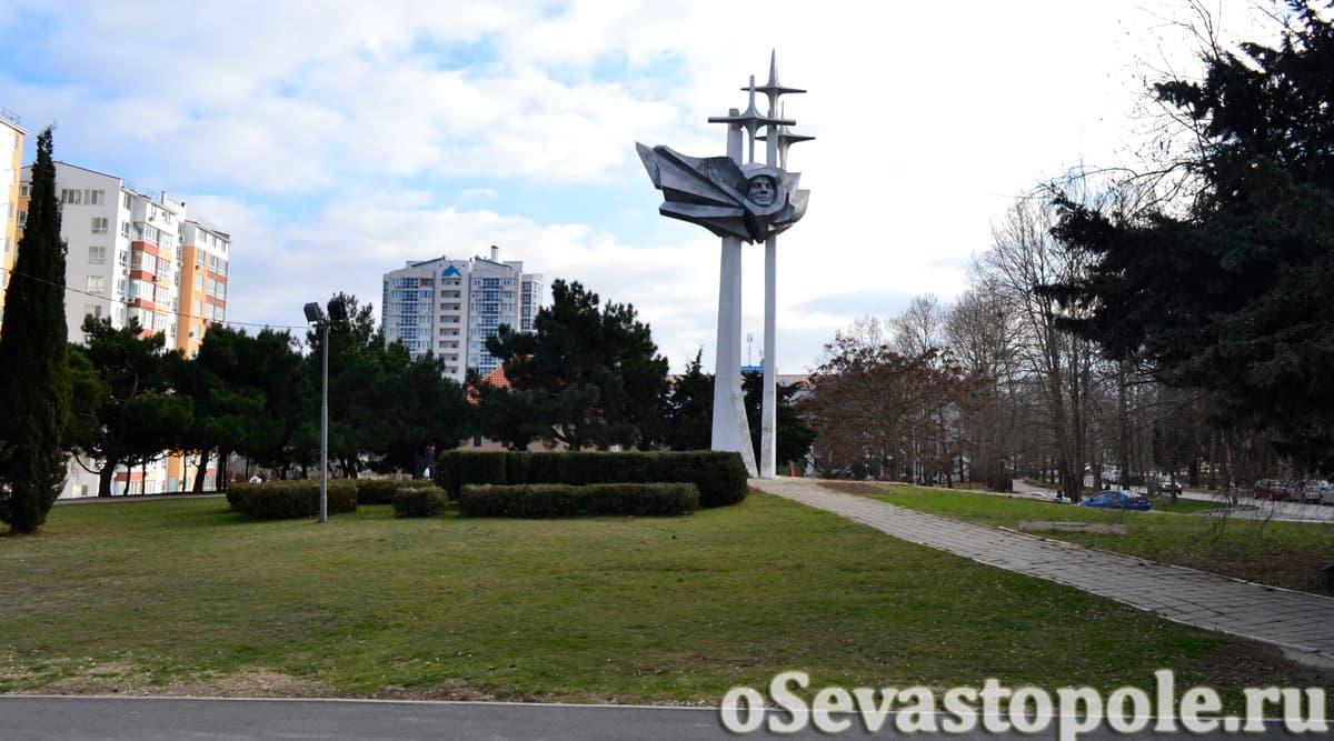 Вид на памятник Юрию Гагарину Севастополь