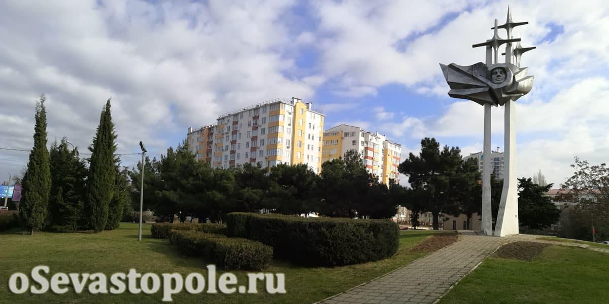 Юрий Гагарин фото памятника в Севастополе