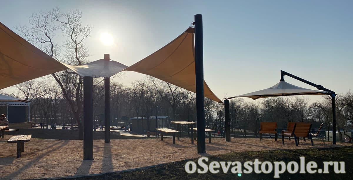 Зона фудкорта в парке Учкуевка