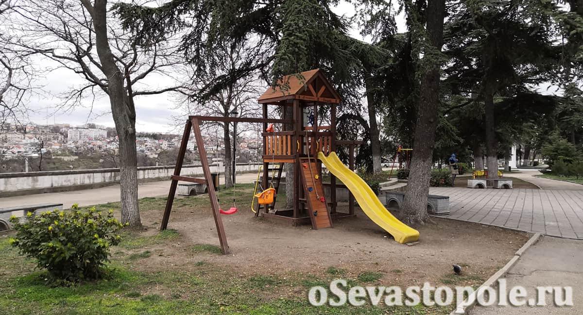 детская площадка в сквере Бузина Севастополь