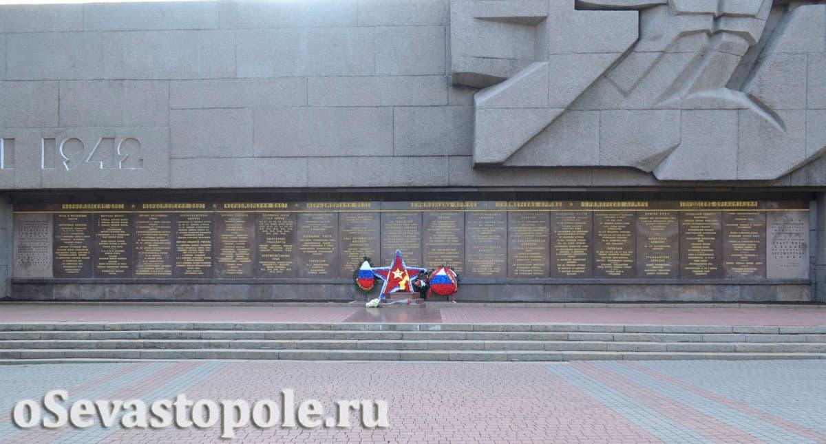 Мемориал в честь героев обороны Севастополя в ВОВ